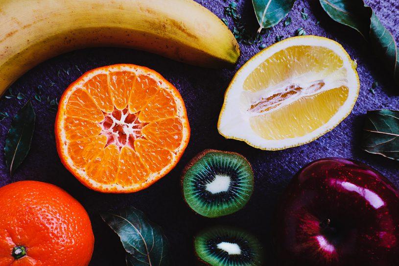 Vers fruit op een monkey platter